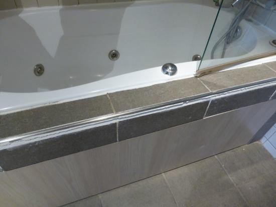 joint d fectueux tablier de baignoire photo de grand. Black Bedroom Furniture Sets. Home Design Ideas