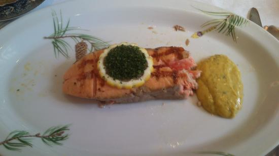 Relais de la Poste : saumon de l'adour, bon mais dressage et assiette à revoir