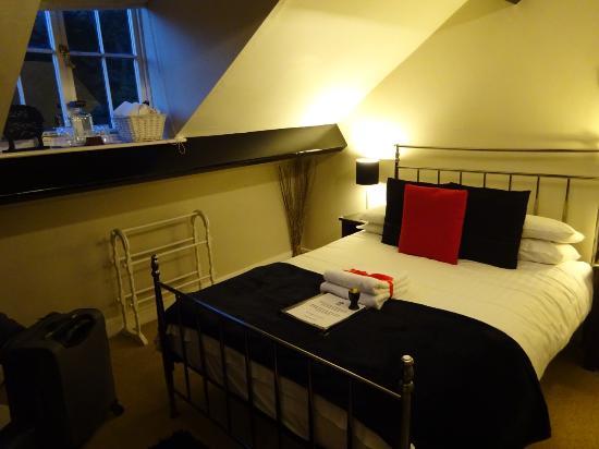 Orrest Cottage: The room
