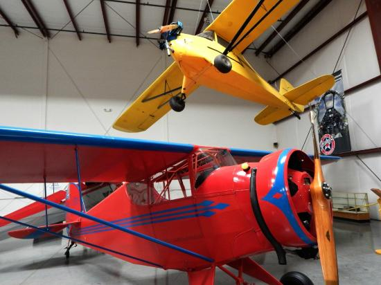 Yanks Air Museum: Colorful Planes