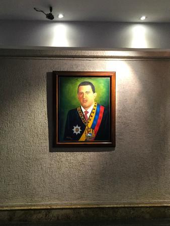 Hotel Venetur Alba Caracas: Hugo overlooks reception...