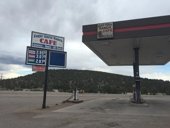 Datil, Nuevo Mexico: Lodge also has a gas station, restaurant, & mini grocery store.