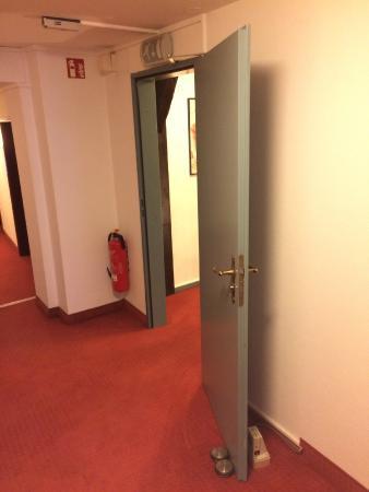 Romantisches Hotel Menzhausen: versperrte Feuerabschlusstür