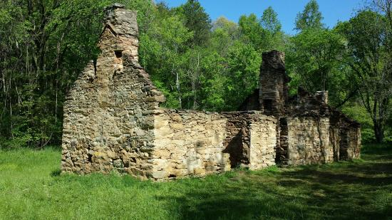 Berry Hill Resort & Conference Center: Ruins