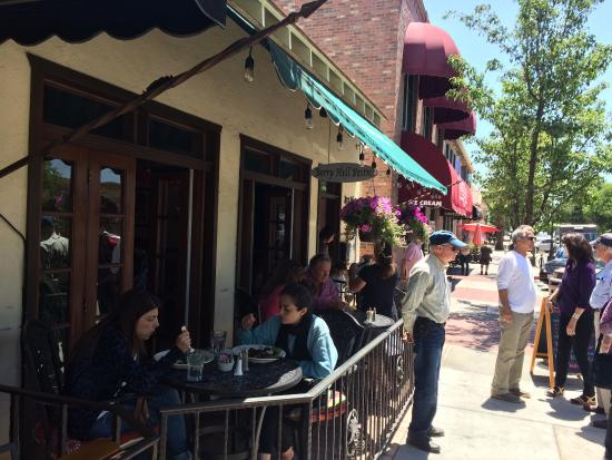 Berry Hill Bistro: Outside