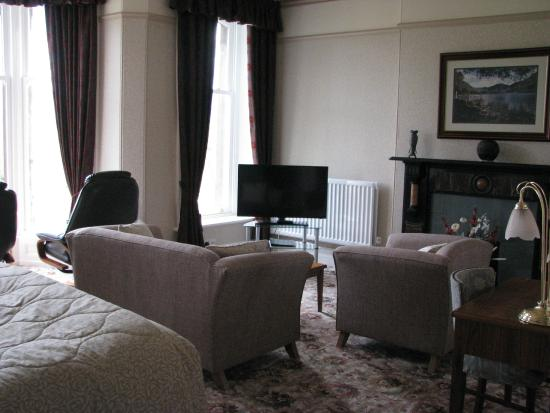 Burleigh Mead Hotel: Burliegh Suite - large sitting area with TV