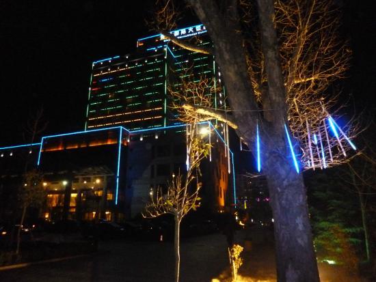 Qingzhou, China: by night