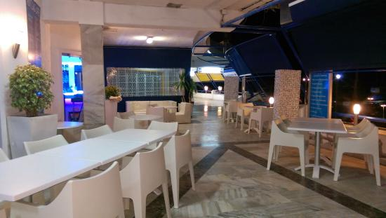 Yachting Cafe