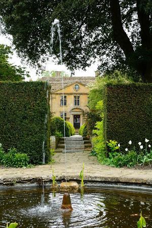 Tintinhull Garden: Gardens and house