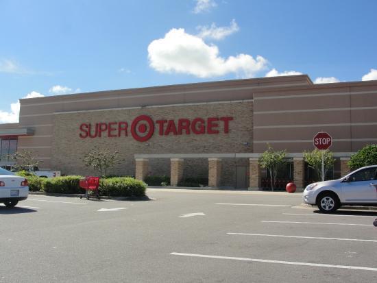 Champions World Resort: Supermercado gigante próximo ao hotel
