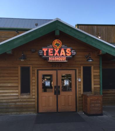 Texas Roadhouse: Front door