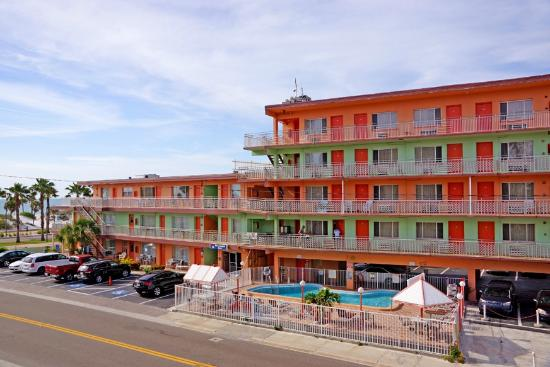 Beachwalk Inn: Front of the Motel
