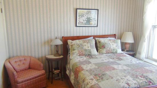Emerson Guest House: The Meadow Room
