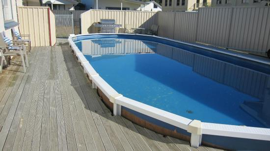 Cromwell Motel : Outdoor swimming pool , great for all the family