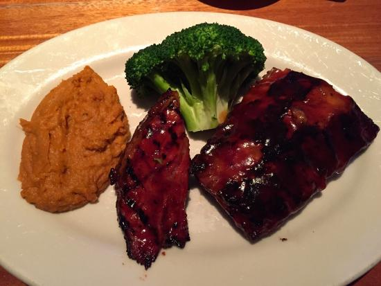 Wood Ranch BBQ & Grill: BBQ combo (beef ribs (dried and tasteless) with Tri-Tip (moist and passable). Sweet potato mash.