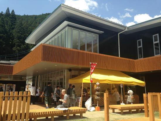 Roadside Station Toyone Green Port Miyajima: リニューアルした外観です!