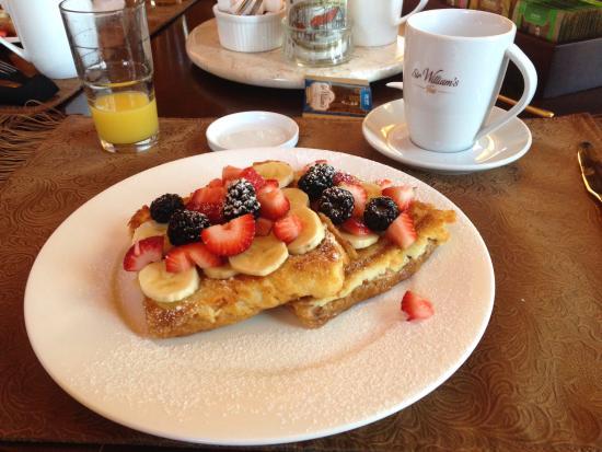 Riverside Chateau: Breakfast