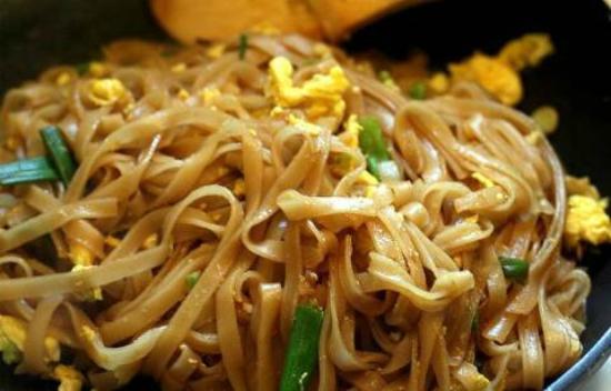 Momos Tibetan Restaurant: Pad Thai Noddles