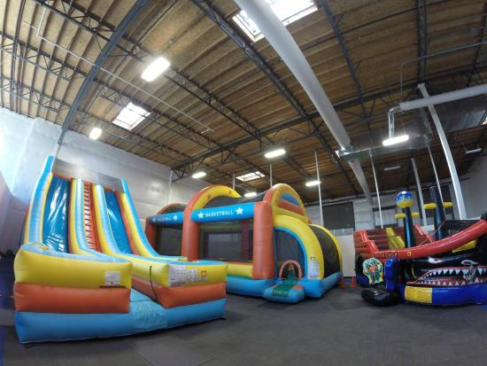Super Bounce: The front bounce room!