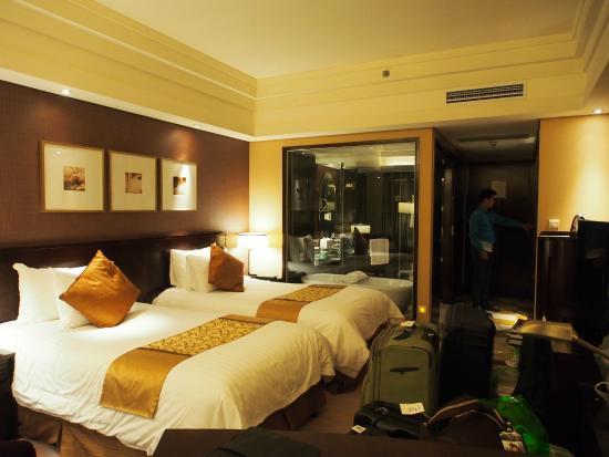 New Century Grand Hotel: ตัวห้องพัก จะเห็นว่าห้องน้ำเป็นกระจกใส