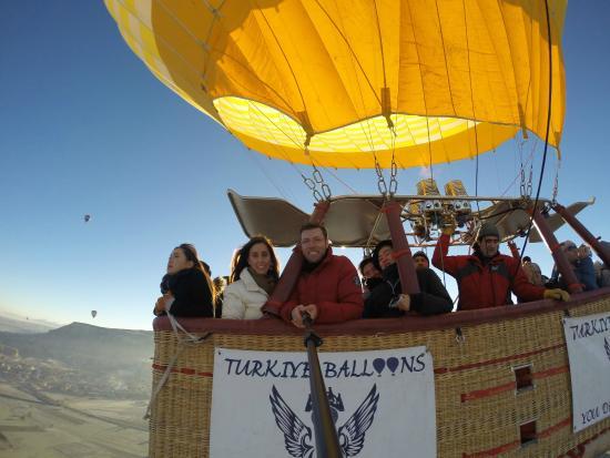 Sunrise with balloons - Picture of Turkiye Balloons ...
