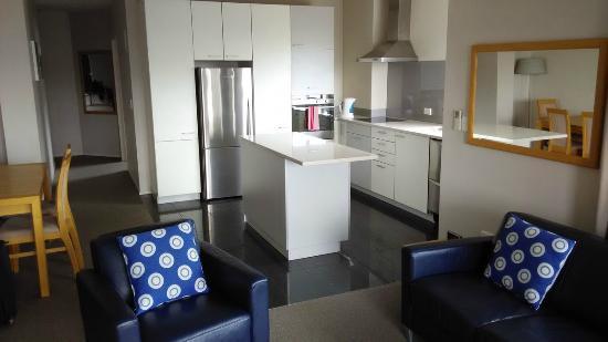 Marinaview Apartments : Cocina, enorme