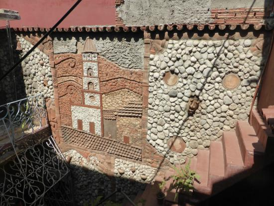 Hostal Valmaseda: The courtyard wall