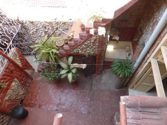 Hostal Valmaseda: View of the courtyard from above