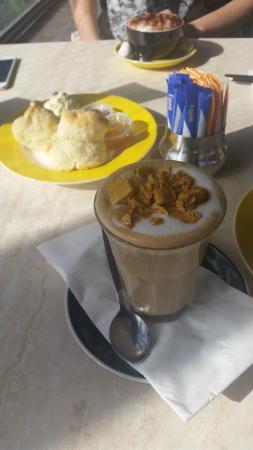 Island Beehive: Honeycomb latte and scones