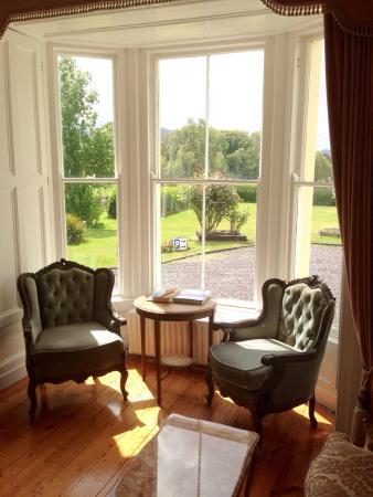 Carriglea House: Living room