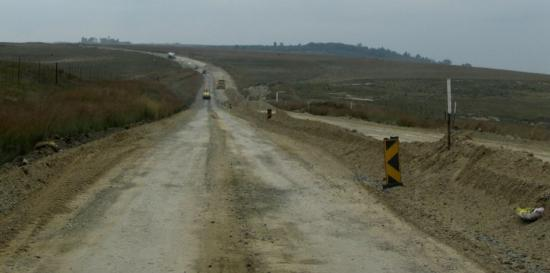 Bergville, Sudafrica: April 2015 - and update on the R74 road - roadworks are continuing and the road condition is imp