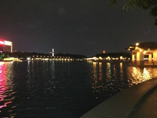 Qiandeng Lake: The lake