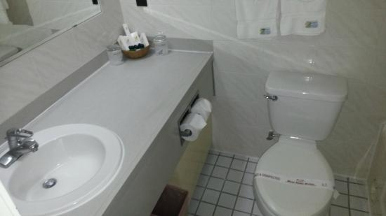 West Plaza Malakal: bathroom