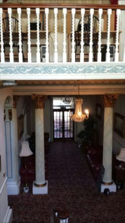 Fountain Court Hotel : Entrance, stairway room 301 and breakfast