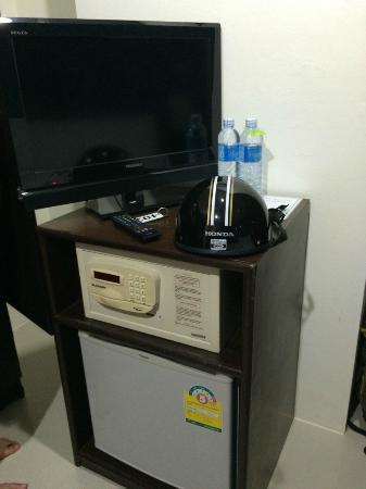 Chatchada House : Fridge & 2 Drinking water everyday
