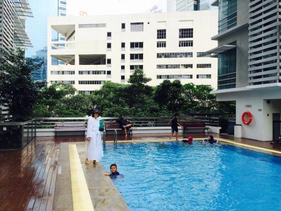 The rooftop swimming pool bild von parkroyal serviced - Rooftop swimming pool kuala lumpur ...