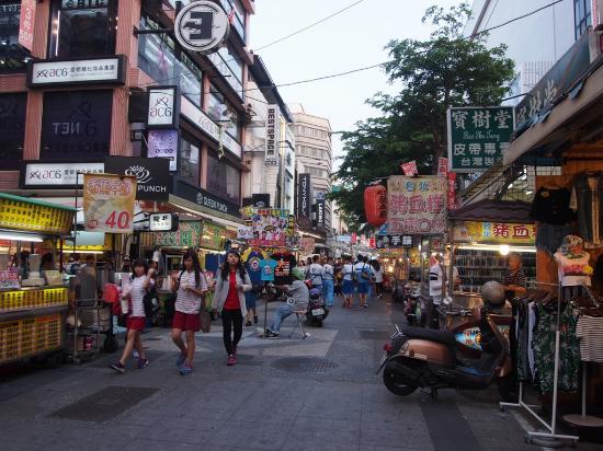 New Jyuejiang Shopping Area : 新堀江商圏