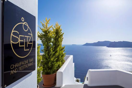 Katikies Hotel: SELTZ Champagne Bar & Restaurant