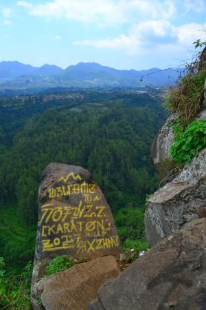 Pemandangan Tebing Keraton Pemandanganoce