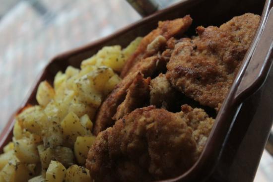 Milanesa de pechuga de pollo con patatas al horno - Pechugas de pollo al horno con patatas ...