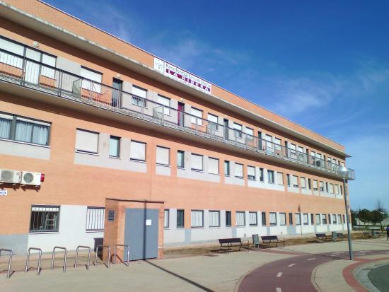Residencia universitaria la ribera hostel reviews for Residencia canina la rioja