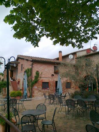 Il patio foto di casa di campagna in toscana sovicille for Casa di campagna toscana