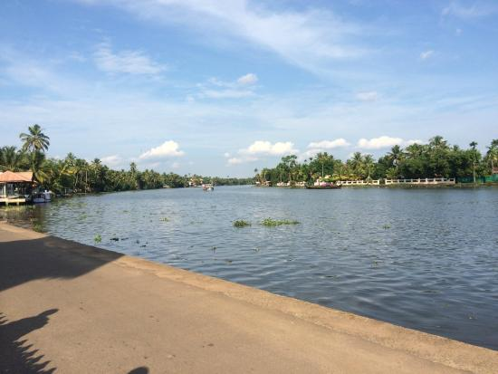 Maria Heritage Homes and Spa : Pamba river