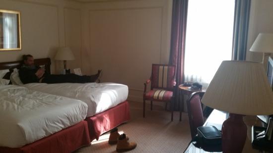 Hotel Le Plaza : lit jumeau avec une excellente literie
