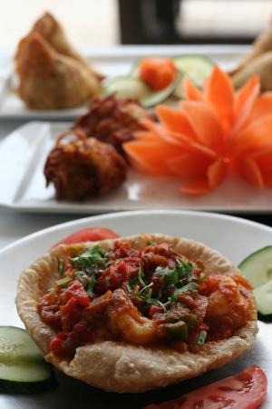 Krishná Indian Restaurant: Puri de gambas, bajhi de cebolla y samosas vegetales