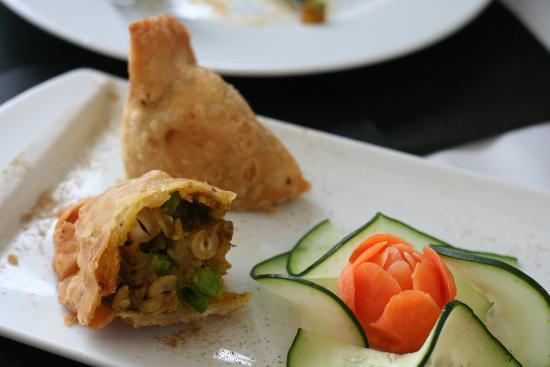 Krishná Indian Restaurant: Pakoras vegetales, con la pasta muy fina, con un relleno de patata, guisante, pasas y anacard