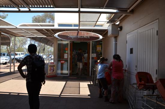 Ayers Rock Resort Shopping Centre: スーパー