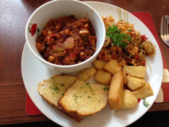 The Globe Inn: Chilli with 9 chips