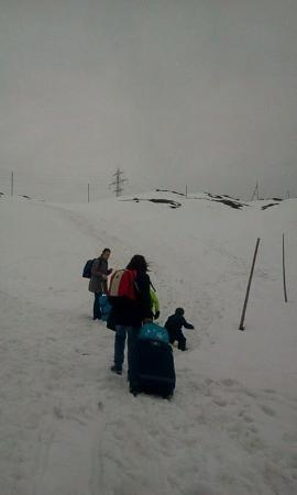 Albergo Ospizio Bernina : Sentiero visto dalla stazione