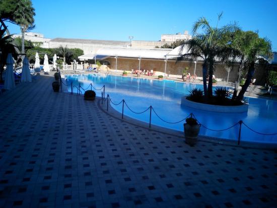 Grand Hotel Palace: Piscina